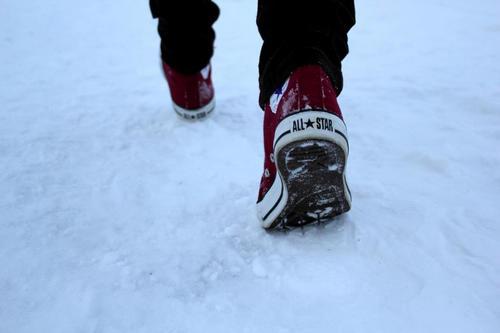 Converse en la nieve