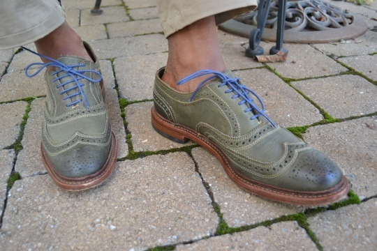 cordenes lilas de zapatos